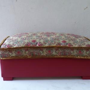 Pouf rettangolare con cuscino in piuma